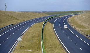 Polskie autostrady zaprojektowano z myślą o ograniczeniu do 130 km/h. Czy trzeba zmniejszyć limit?