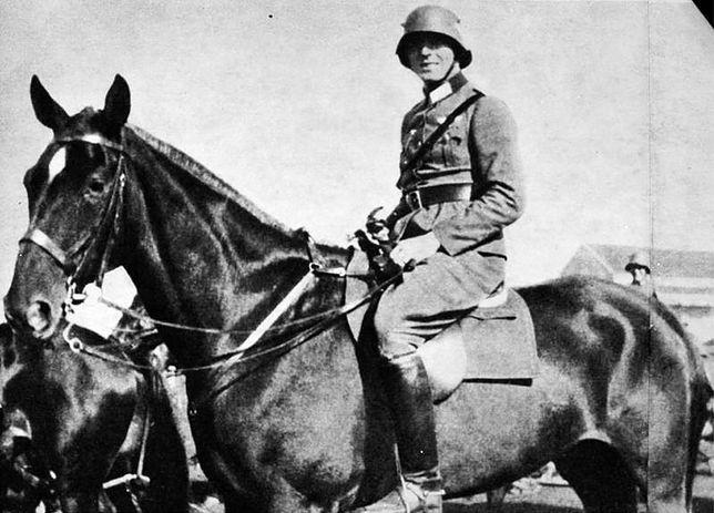 19-letni Claus von Stauffenberg podczas służby w 17. pułku kawalerii w Bambergu, rok 1926