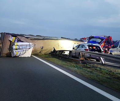 Wypadek na A2. Ciężarówka zatamowała drogę