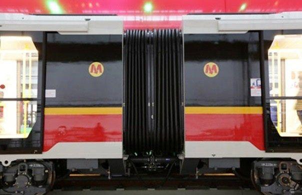 Metro zwalnia pomiędzy Politechniką a Kabatami. Miejscami do 20 km/h