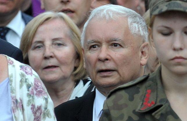 Jarosław Kaczyński w otoczeniu kobiet to rzadki widok