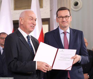 Premier Matusz Morawiecki odbiera zaświadczenie o wyborze na posła (zdj. arch.)