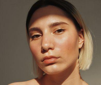 Odwodniona skóra twarzy - skutecznie nawilżaj i chroń przed czynnikami zewnętrznymi.