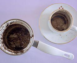Nie wyrzucaj fusów po kawie. Włóż je do lodówki. Efekt cię zadziwi
