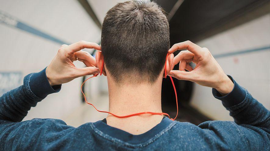Google Bisto: nadchodzą bezprzewodowe słuchawki z głosowym asystentem