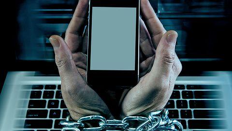 Brak dostępu do smartfona budzi lęk i ogłupia uzależnione od niego osoby