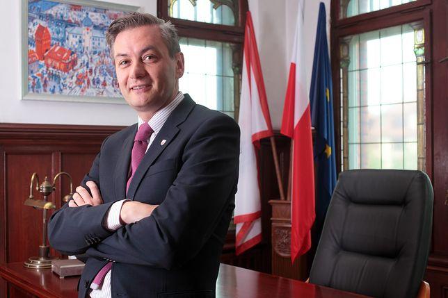 """Biedroń ostrzega Kaczyńskiego. """"Utrata władzy to potencjalny Trybunał Stanu"""""""