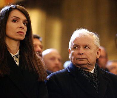Marta i Jarosław Kaczyńscy odwiedzili groby bliskich. Internautów oburzył jeden fakt