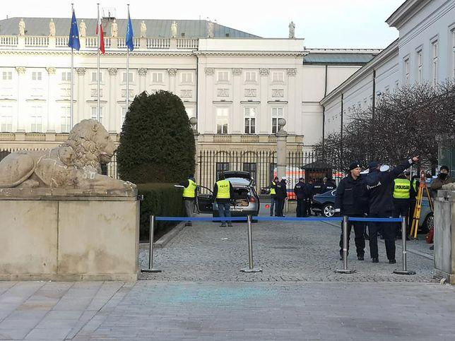 Pałac Prezydencki: ktoś próbował sforsować samochodem bramę