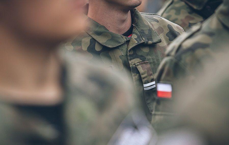 Wojsko szuka informatyka. Płaci niecałe 2 tys. zł na rękę