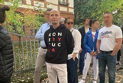 """Wybory parlamentarne 2019. Miał bluzę """"konstytucja"""", chcieli wyrzucić go za agitację"""