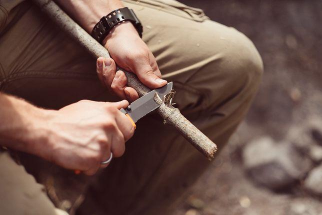 Prawdziwy nóż roboczy w odpowiednich rękach przetrwa wiele