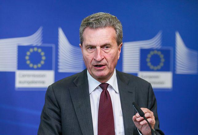 """Komisarz UE Guenther Oettinger pesymistycznie o Polsce. """"Martwimy się"""""""