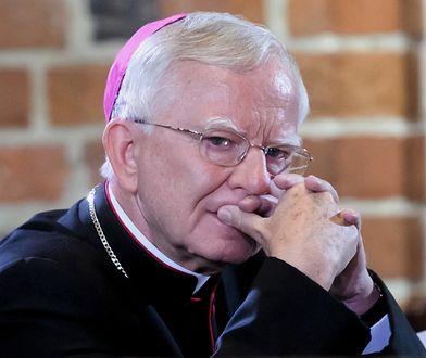 """""""Poderżnął gardło"""" kukle przedstawiającej biskupa. Grożą mu trzy lata więzienia"""