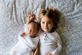 Jakie pieluszki dla noworodka, a jakie dla starszaka? Co warto o nich wiedzieć?