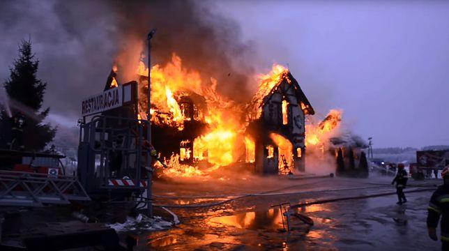 Pożar strawił niemal cały budynek - ocalała jedynie piwnica.