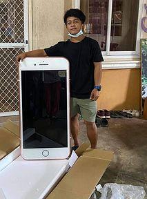 Nastolatek zamówił iPhone'a. Teraz może pić na nim kawę