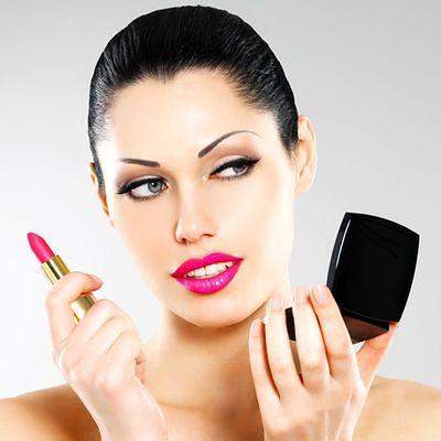 Intensywny makijaż na ustach lub oczach - nigdy na obu naraz