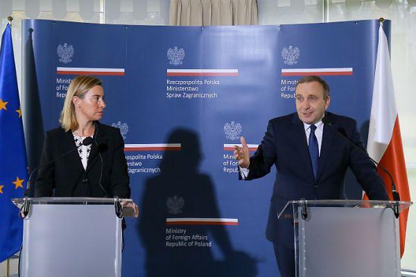 Minister spraw zagranicznych Grzegorz Schetyna i szefowa unijnej dyplomacji Federica Mogherini podczas wspólnej konferencji