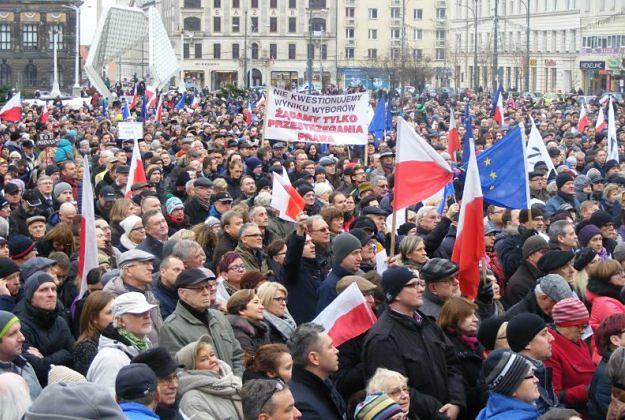 """W sobotę w Poznaniu kolejna manifestacja """"w obronie demokracji i konstytucji"""""""