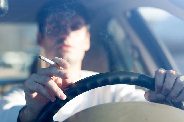 Większość czytelników WP chciałoby zakazu palenia w samochodach.