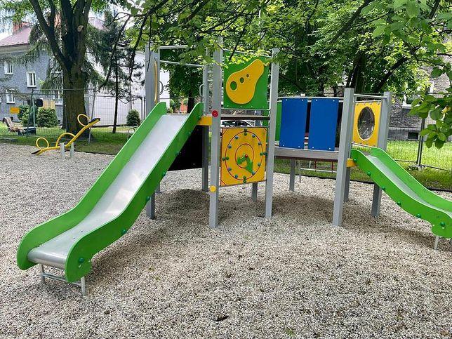 Śląskie. Nowy plac zabaw w Zabrzu powstał na skwerze przy ulicy Jabłońskiego i Andersa w Rokitnicy.