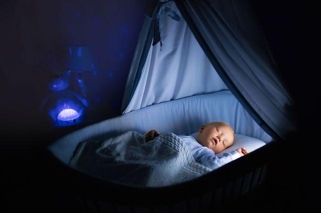 Zapalasz lampkę swojemu dziecku w nocy? To wielki błąd!