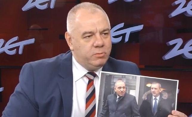 Strajk nauczycieli 2019. Sasin pokazuje zdjęcia Sławomira Broniarza z opozycją