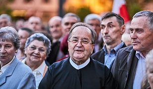 Współpracownicy o. Tadeusza Rydzyka pilnują, by niepowołane osoby nie kręciły się po szkole założonej przez redemptorystę.