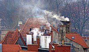 Strażnicy miejscy w Krakowie poszukują osób, które palą paliwami stałymi w swoich kotłach.