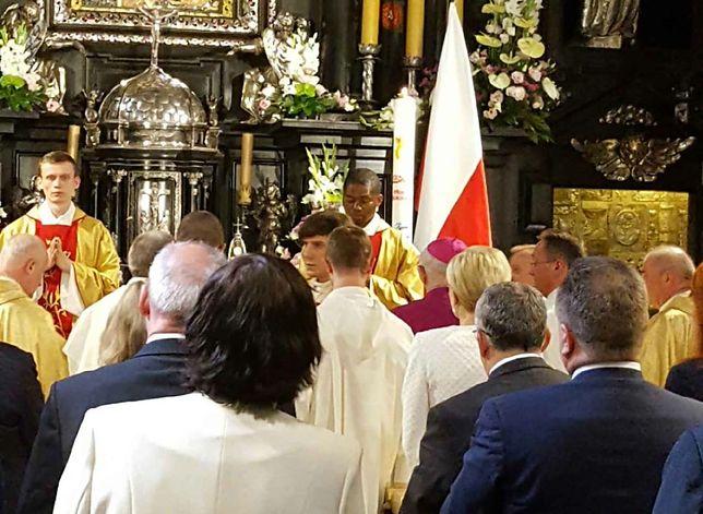 Syn Beaty Szydło odprawił mszę na Jasnej Górze. W ławkach cały rząd, Agata Duda i Jarosław Kaczyński