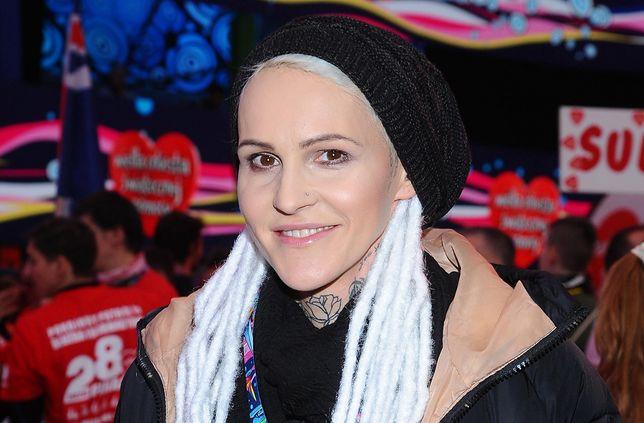 Agnieszka Chylińska bawi się swoim wizerunkiem.