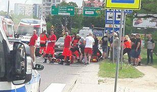 Ratownicy w trakcie parady najechali na wypadek. Przerwali strajk i od razu ruszyli z pomocą
