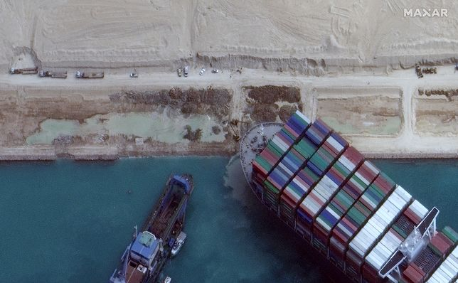 Kanał Sueski odblokowany. Kontenerowiec odpłynął