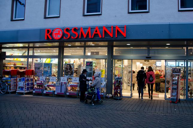 Rossmann – promocja -55% na kolorówkę. Od poniedziałku, 16 września w atrakcyjnej cenie kupimy kolorowe kosmetyki