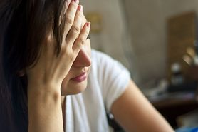Jak odróżnić naturalny stan żałoby matki od depresji po poronieniu? Sprawdź
