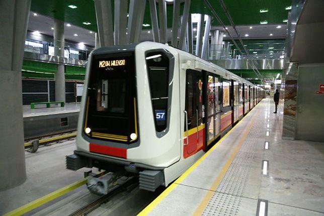 Ruszyła II linia metra w Warszawie. Sprawdziliśmy, jak się nią jeździ
