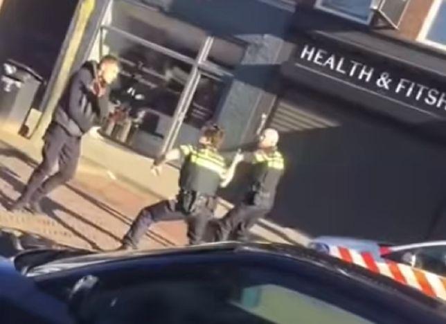 Szokujące nagranie z Holandii. Krzyczał po polsku. Atakował policjantów