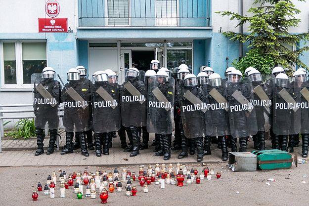 Wrocław: śmierć 25-latka na komisariacie. Policjanci zawieszeni