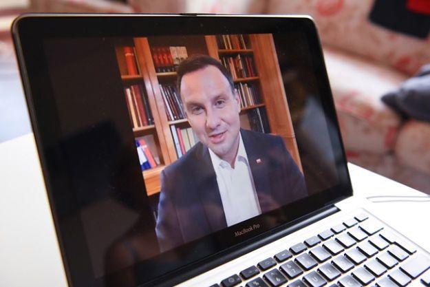 Andrzej Duda połączył się na żywo za pomocą Facebook Live z Internautami