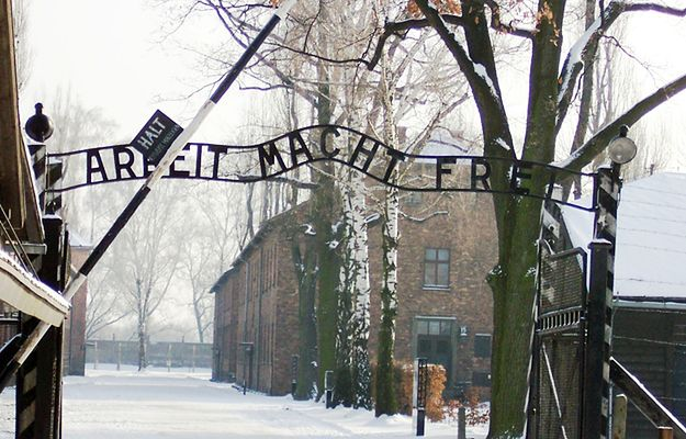 Brama obozu Auschwitz-Birkenau.
