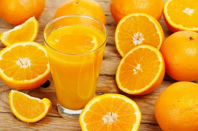 Pomarańcze świetnie smakują na surowo, jest także uwielbiana w postaci świeżo wyciśniętego soku. Przepisy z pomarańczami