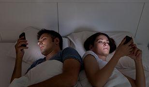 Niebieskie światło elektroniki nie daje nam spać