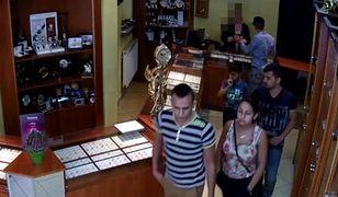 Okradli sklep jubilerski w Kościanie. Policja opublikowała nagranie kradzieży