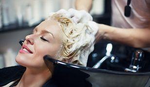 Podstawą pielęgnacji przetłuszczających się włosów jest odpowiednie mycie