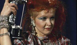 Trendy w makijażu lat 80.