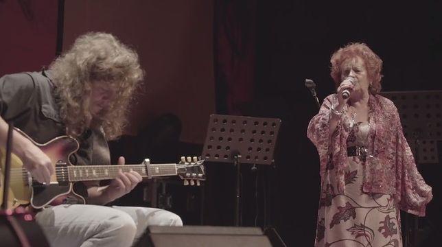 """Koncert Rogińskiego i Lenarcik ma Muzycznej Scenie Off. """"Kurpiowski leśny śpiew z przesterowanym brzmieniem gitary"""""""