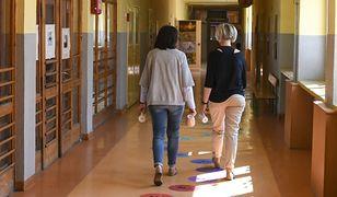 Młodzi nauczyciele czują się zdemotywowani przez starszych kolegów