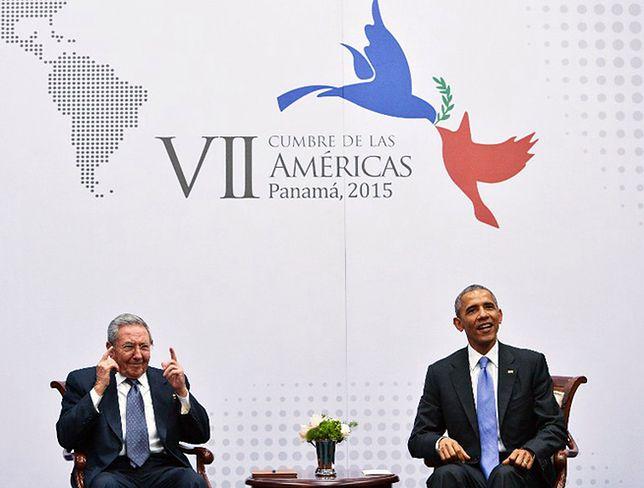 Raul Castro i Barack Obama w czasie kwietniowego spotkania