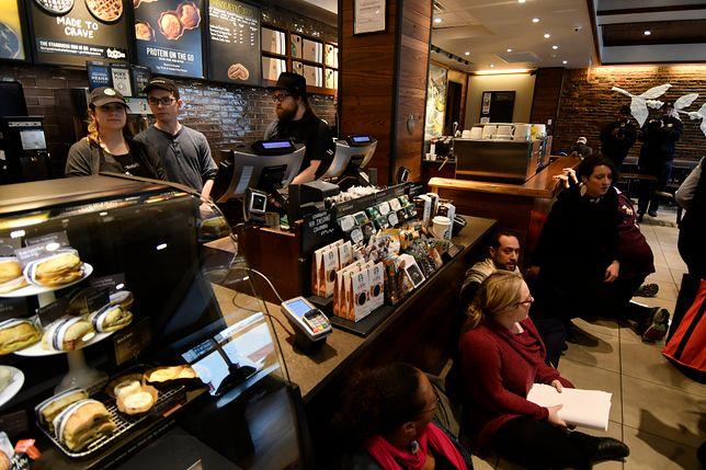 Starbucks w środku tygodnia zamknie 8 tys. restauracji. Wszystko przez szkolenie